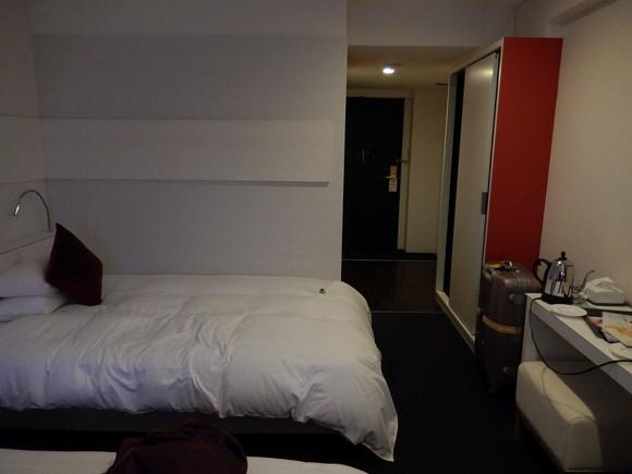 Cross Hotel Osaka Twin room_06