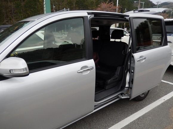 Toyota Sienta_02